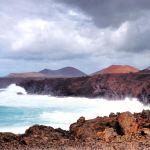 Lava og hav. Hav og lava.